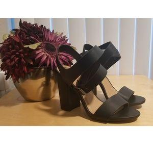 BNIB Block Heel Ankle Wrap Sandals  Sz 7.5